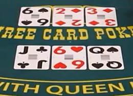 Mesa de Three Card Póker con dos manos de tres cartas cada una